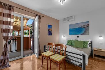 Duće, Ložnice v ubytování typu room, s klimatizací, domácí mazlíčci povoleni a WiFi.