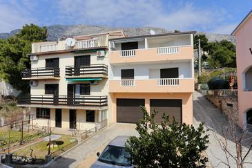 Stanići, Omiš, Hébergement 10305 - Appartement à proximité de la mer avec une plage de galets.