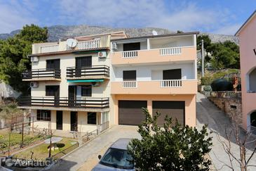 Stanići, Omiš, Property 10305 - Apartments near sea with pebble beach.