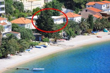 Stanići, Omiš, Hébergement 1031 - Appartement à proximité de la mer avec une plage de galets.