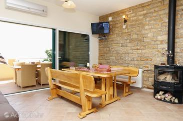 Krilo Jesenice, Dining room 1 in the house, dostupna klima, dopusteni kucni ljubimci i WIFI.