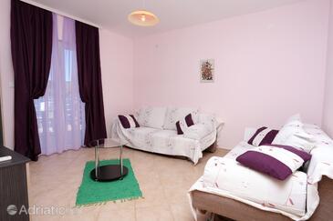 Ražanj, Living room in the apartment, dopusteni kucni ljubimci i WIFI.