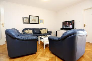 Podstrana, Living room in the apartment, dostupna klima i WIFI.