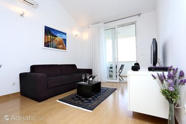 Zečevo Rtić, Living room in the apartment, dostupna klima i WIFI.