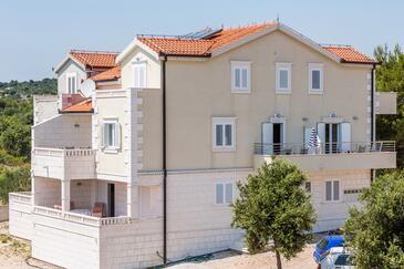 Rogoznica, Rogoznica, Объект 10339 - Апартаменты и комнаты с галечным пляжем.