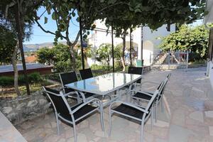 Apartmani uz more Trogir - 10342