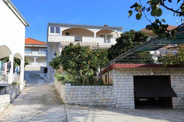 Trogir, Trogir, Объект 10342 - Апартаменты вблизи моря с галечным пляжем.