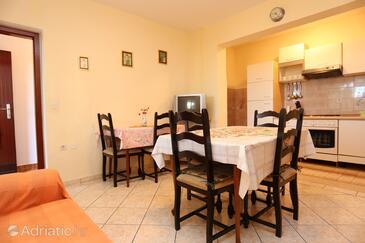 Okrug Gornji, Jídelna v ubytování typu apartment, domácí mazlíčci povoleni.