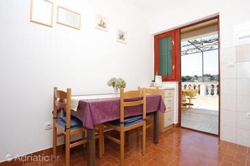 Drvenik Veliki, Dining room in the apartment.
