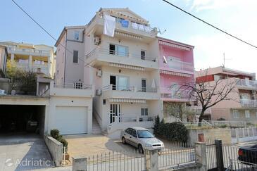 Podstrana, Split, Объект 10348 - Апартаменты с галечным пляжем.