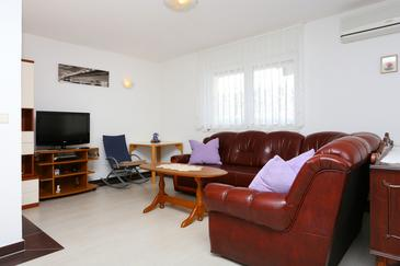 Omiš, Living room in the apartment, dostupna klima i WIFI.