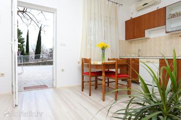 Omiš, Dining room in the studio-apartment, WiFi.