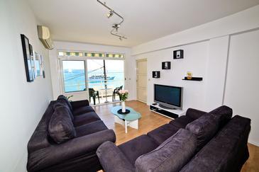 Krilo Jesenice, Living room in the apartment, dostupna klima, dopusteni kucni ljubimci i WIFI.