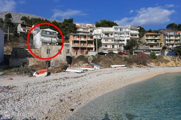 Krilo Jesenice, Omiš, Property 10352 - Apartments near sea with pebble beach.