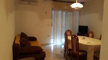 Poljica, Obývacia izba v ubytovacej jednotke apartment, klimatizácia k dispozícii a WiFi.
