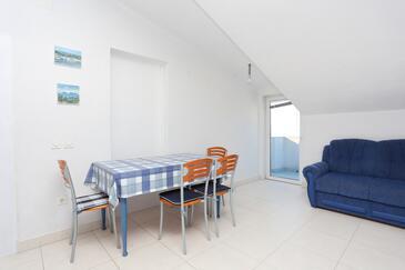 Podstrana, Sufragerie în unitate de cazare tip apartment, WiFi.