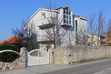 Podstrana, Split, Imobil 10356 - Cazare în apropierea mării cu plajă cu pietriș.