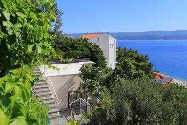 Stanići, Omiš, Objekt 10357 - Počitniška hiša v bližini morja s prodnato plažo.
