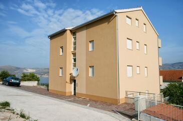 Mastrinka, Čiovo, Objekt 10364 - Apartmaji s prodnato plažo.