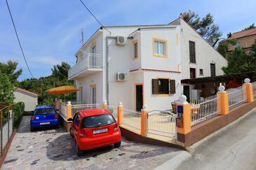 Slatine, Čiovo, Objekt 10368 - Apartmaji v bližini morja s prodnato plažo.