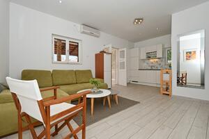 Apartmani uz more Seget Vranjica, Trogir - 1037