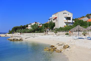 Seget Donji, Trogir, Property 10372 - Apartments near sea with pebble beach.