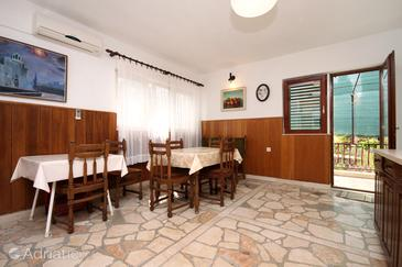 Vrboska, Dining room in the apartment.