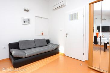 Zečevo Rtić, Living room in the studio-apartment, air condition available and WiFi.