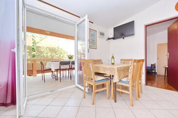 Vir, Jedáleň v ubytovacej jednotke apartment, dostupna klima, dopusteni kucni ljubimci i WIFI.
