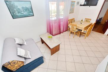 Vir, Obývacia izba v ubytovacej jednotke apartment, domáci miláčikovia povolení a WiFi.