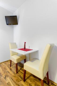 Vodice, Столовая в размещении типа studio-apartment, WiFi.