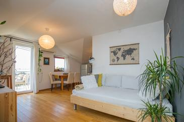 Sukošan, Living room in the apartment, (pet friendly) and WiFi.