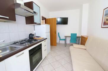 Jakišnica, Jídelna v ubytování typu apartment, domácí mazlíčci povoleni a WiFi.