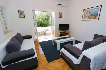 Jakišnica, Гостиная в размещении типа apartment, доступный кондиционер, Домашние животные допускаются и WiFi.