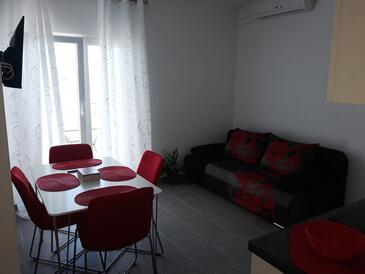 Medići, Jedáleň v ubytovacej jednotke apartment, klimatizácia k dispozícii a WiFi.