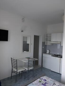 Medići, Столовая в размещении типа studio-apartment, WiFi.