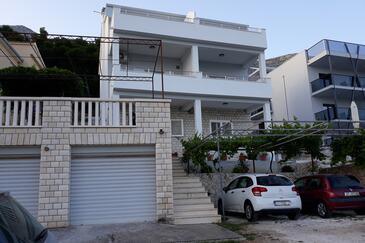 Medići, Omiš, Объект 1045 - Апартаменты с галечным пляжем.