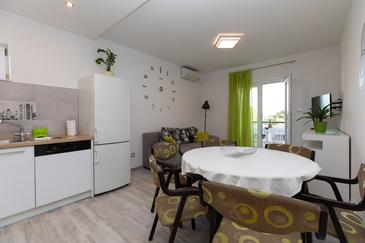 Medići, Living room in the apartment, air condition available and WiFi.