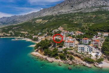 Medići, Omiš, Objekt 1046 - Apartmaji v bližini morja s prodnato plažo.