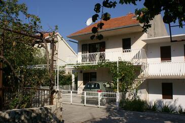 Seget Vranjica, Trogir, Property 1050 - Apartments near sea with pebble beach.