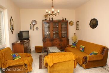 Seget Vranjica, Living room in the apartment.