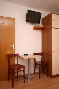 Živogošće - Porat, Dining room in the studio-apartment, WIFI.