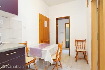 Živogošće - Blato, Dining room in the apartment, WiFi.