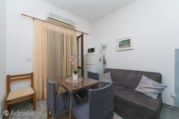 Živogošće - Blato, Dining room in the apartment, air condition available and WiFi.
