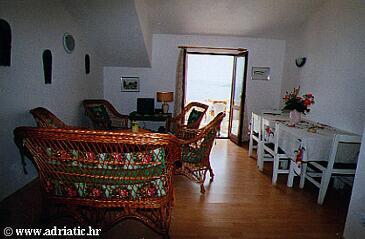 Seget Vranjica, Living room in the apartment, dostupna klima.