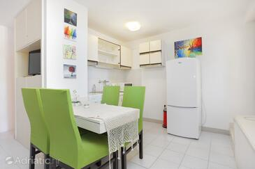 Balića Rat, Dining room in the studio-apartment, air condition available, (pet friendly) and WiFi.