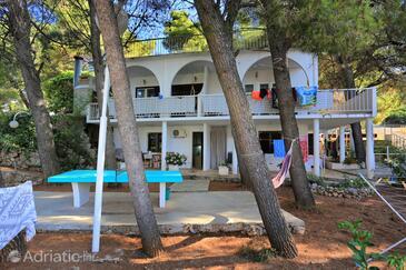 Balića Rat, Omiš, Property 1065 - Apartments near sea with pebble beach.