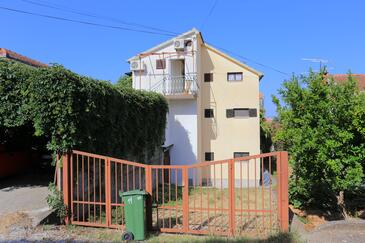 Okrug Gornji, Čiovo, Obiekt 1069 - Apartamenty przy morzu ze żwirową plażą.