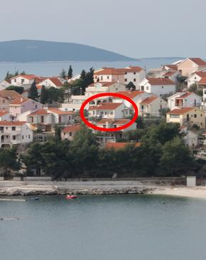 Bušinci, Čiovo, Property 1071 - Apartments near sea with pebble beach.