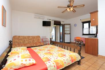 Okrug Gornji, Living room in the apartment, air condition available and (pet friendly).